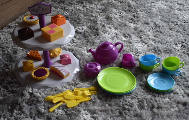 Imaginary play with Casdons Mr Kipling Tea Set | A Review
