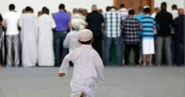 Hukum Membawa Anak Kecil ke Masjid