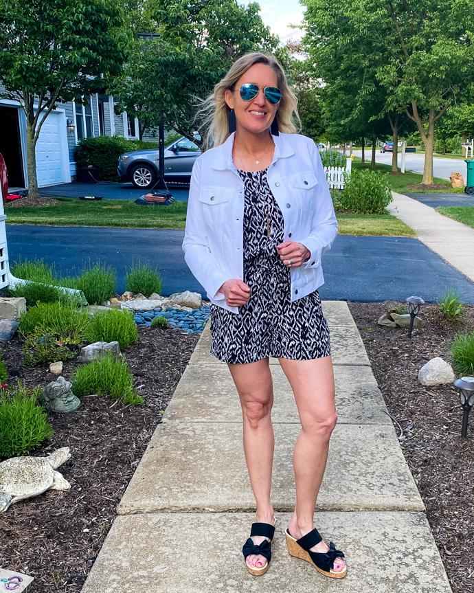 how to wear a white denim jacket