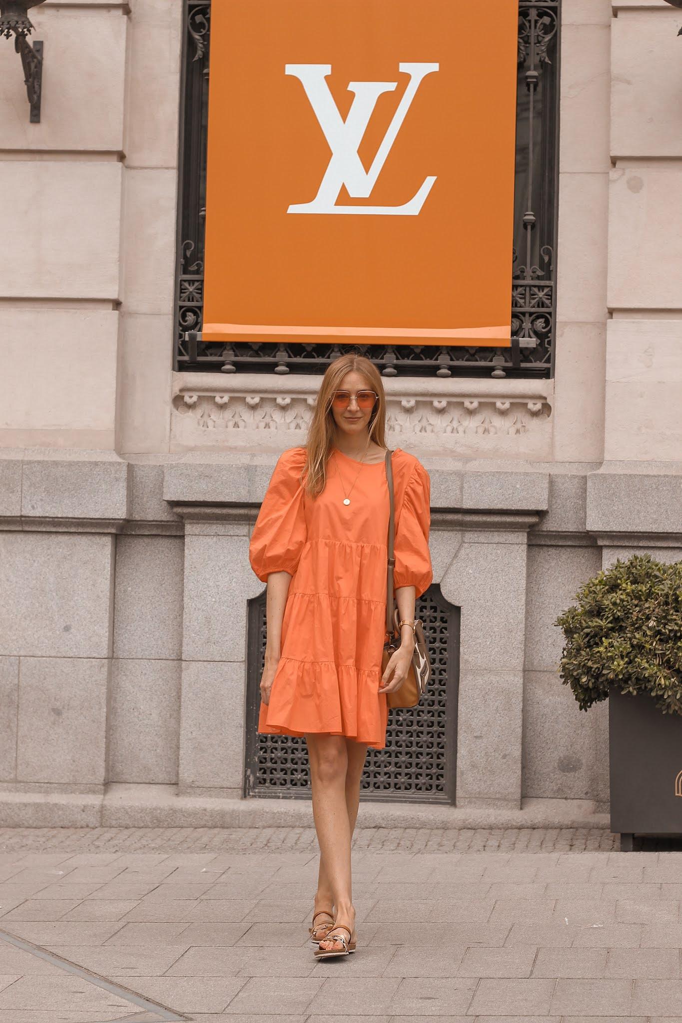 vestido-anonyme-naranja-sandalias-yokono-gafas-hawkers-getafe-the-style-outlets