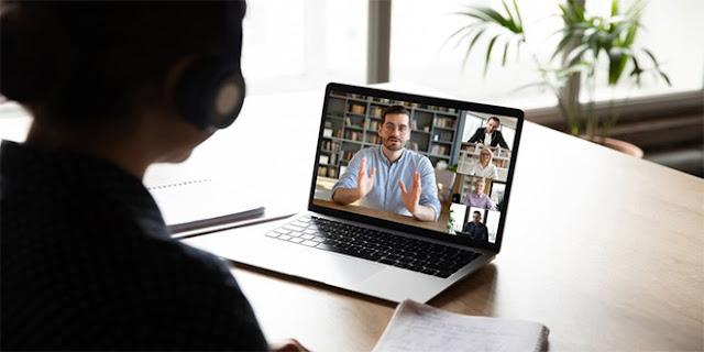 تطوير و تعزيز أداء المعلم في ضوء التعلم الإلكتروني