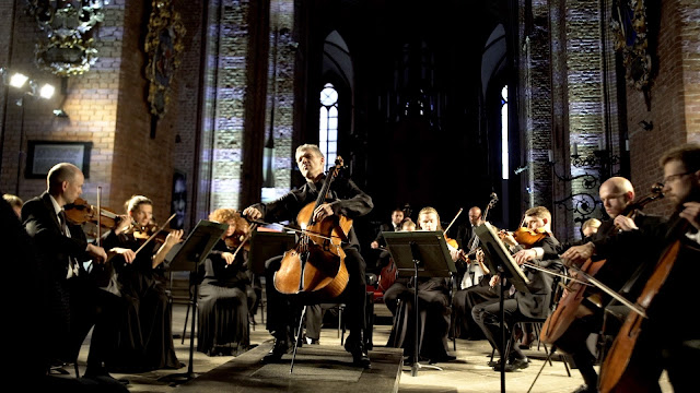 Matthew Barley and Sinfonietta Riga  (Photo Darren Rumney)