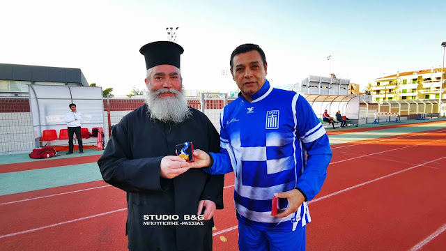 Παλαίμαχοι ποδοσφαιριστές του Ναυπλίου και της Παναχαϊκής έπαιξαν μπάλα για το συσσίτιο Ευαγγελίστριας (βίντεο)