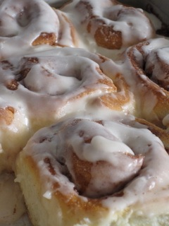 Christmas Eve Cinnamon Rolls from Bake Chocolate Cake - Countdown to Christmas