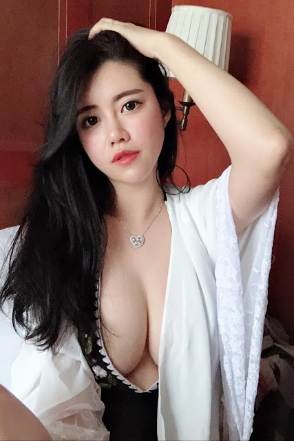 Hot and sexy big boobs photos of beautiful busty asian hottie chick Chinese booty model Chessie Lu photo highlights on Pinays Finest Sexy Nude Photo Collection site.
