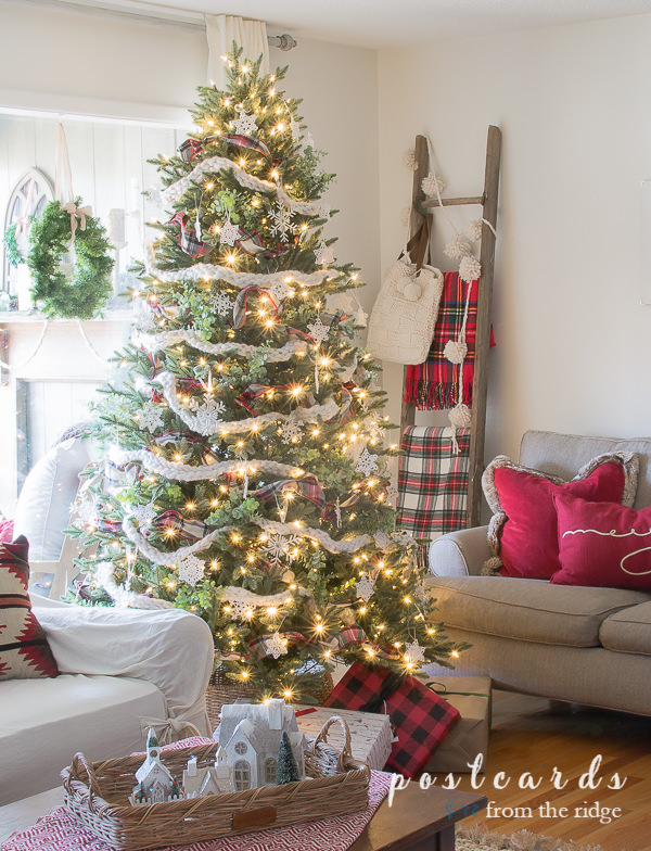 Christmas tree with chunky knit garland and plaid ribbon