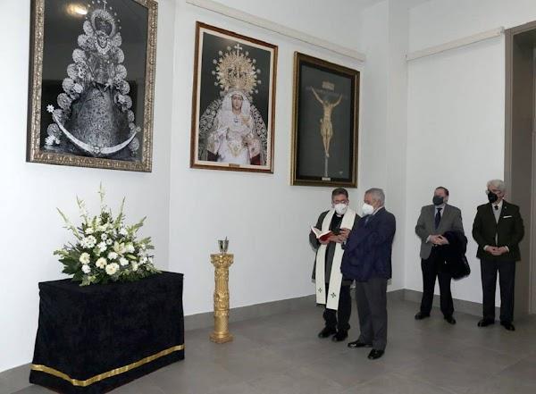 Las hermandades rocieras de Sevilla donan cuadros de la Virgen del Rocío al Tanatorio de la SE-30