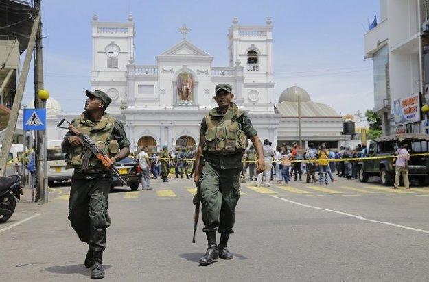 Σρι Λάνκα: Εκατόμβη νεκρών από εκρήξεις σε εκκλησίες και ξενοδοχεία