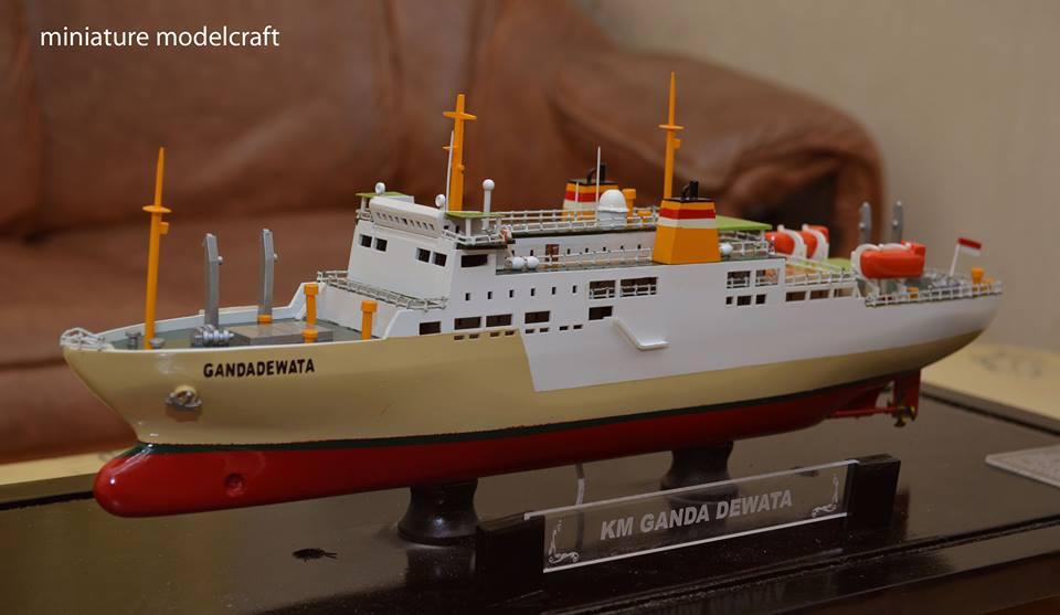 desain sketsa miniatur kapal pelayaran nasional indonesia pelni km ganda dewata terbaik