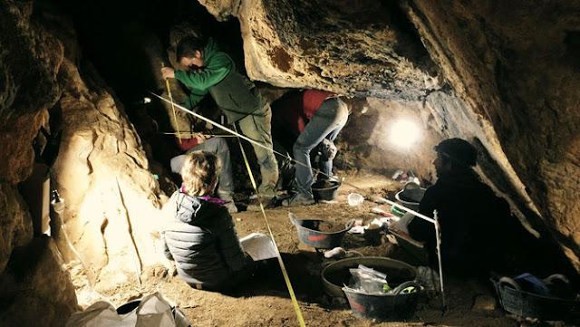Excavació cova de l'Home Mort Pallars 2017