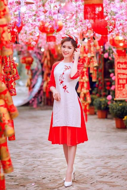 Ba miền Bắc – Trung – Nam đều có những phiên bản áo dài với sự khác biệt đôi chút về kiểu dáng. Những năm gần đây, áo dài diện trong mùa Xuân được cách tân mạnh mẽ, với kiểu dáng tiện dụng, thoải mái hơn cho những chuyến du ngoạn đầu năm.