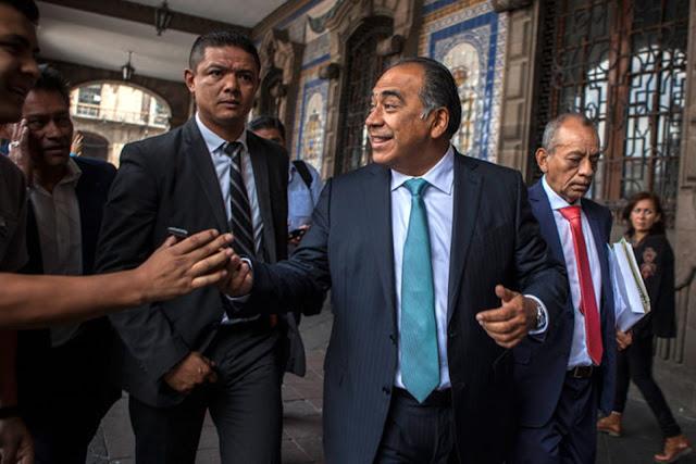 """Héctor Astudillo justifica agresión de guaruras a reportera nahua: """"Ni se veía como reportera, es más alguien pensó que ni siquiera era periodista"""""""