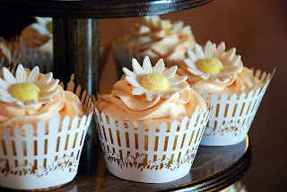 daisy bridal shower cupcakes