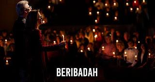 Beribadah merupakan salah satu kegiatan saat malam Natal