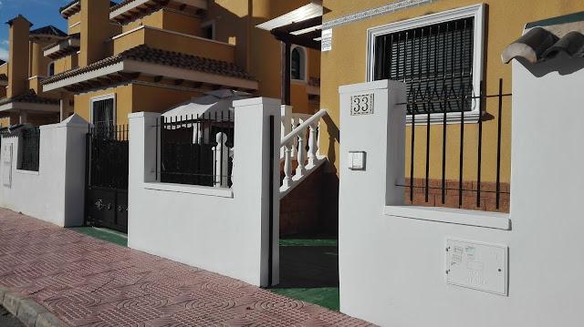 Gran chalet pareado de 3 dormitorios - fachada de acceso