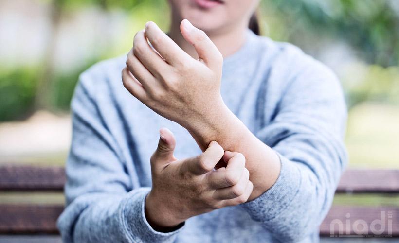 cara mudah menghilangkan gatal kulit, badan gatal gatal bentol tanpa sebab, jenis gatal pada kulit, kenali penyebab gatal gatal pada kulit, kulit gatal bentol besar, kulit gatal kering, obat gatal alergi, obat gatal alergi bentol kulit