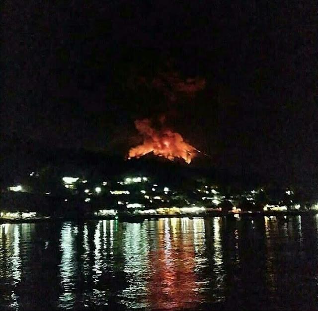 Gunung Agung Meletus,  Semburkan Api Besar,  Berikut Videonya