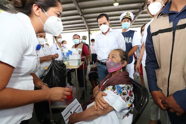 El Gobernador platicó con Silvia María Ek Puc de 57 años de edad, originaria de Hunucmá, quien este día recibió la primera dosis contra el Coronavirus. Twitter