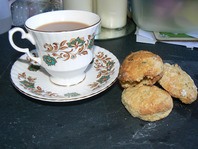 Using Hazelnut milk not only makes these Dairyfree Hazelnut & sultana scones suitable for those with allergies & vegan but it makes delicious too!