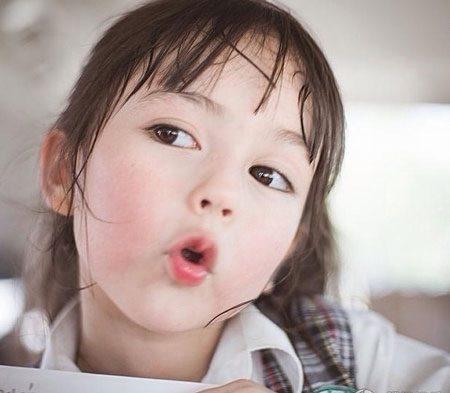 Mẹo hay giúp mẹ nuôi con gái xinh đẹp như hoa hậu từ nhỏ