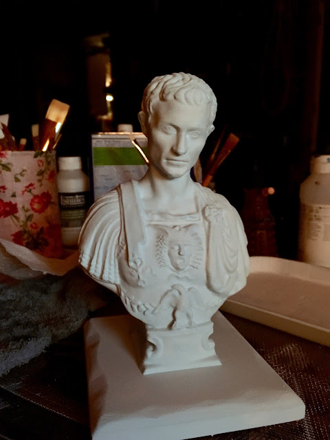3D Printed Julius Caesar pencil holder via foobella.blogspot.com