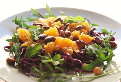 Salade de chou rouge, pois chiches et oranges