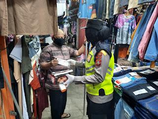 Pupuk Kesadaran Masyarakat Terkait Covid 19,Polres Pelabuhan Makassar bagikan Masker Gratis
