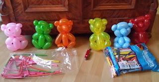 Bären als Ballonmodellage im schnellen Dreh geformt.