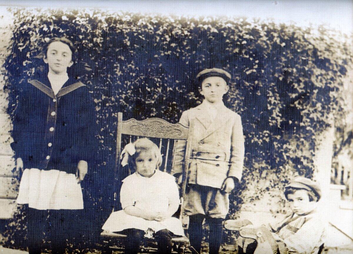 Italian Swiss immigrant children