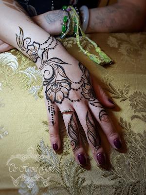 Ez nem fekete henna, hanem friss hennapép