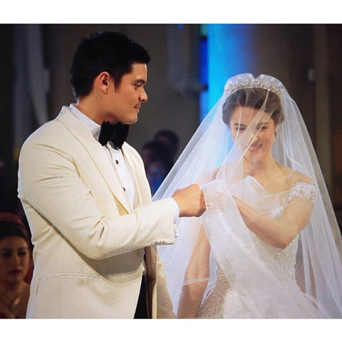 dongyan fist bump