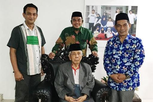 Gus Emil Sampaikan Selamat ke KH Ibnu Hajar Arief sebagai Ketua NU Maros