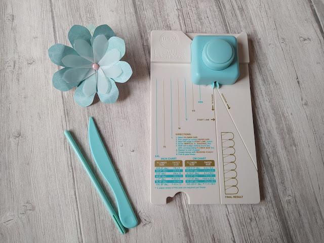 Flower Punch Board de We R Memory Keepers