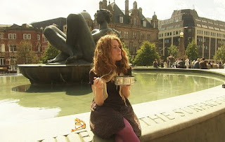 Alys eats salad in front of a fountain