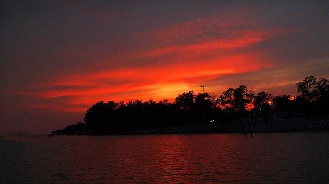 foto sunset di pantai unik Chandapur