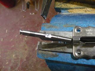 Reciclaje de pestillo o pasador roto.
