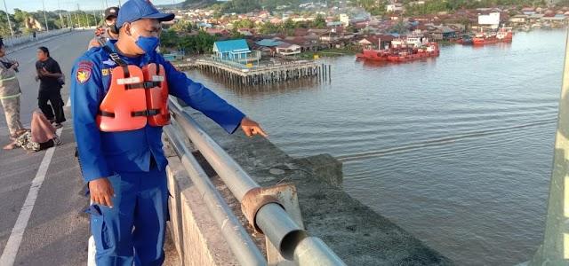 Entah Kerasukan Apa, Pemuda Ini Mencoba Bunuh Diri Lompat Dari Jembatan Mahkota II - Samarinda
