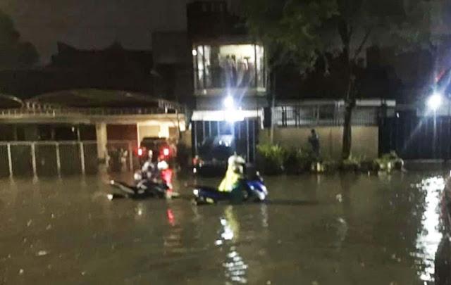 Surabaya Diguyur Hujan, Sejumlah Wilayah Terendam