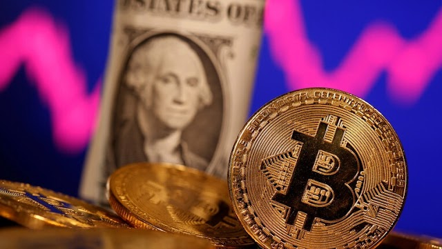 """The Reason Behind the Decline of """"Bitcoin"""" Currency after it Recorded Historical Levels"""