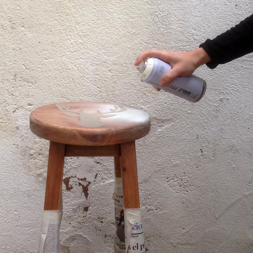 Paso A Paso - Dos taburetes de madera - Pintando