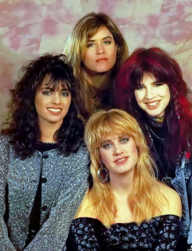 c3b12d134f7c7 30 Fascinating Photos of The Bangles in All Their '80s Glory ...