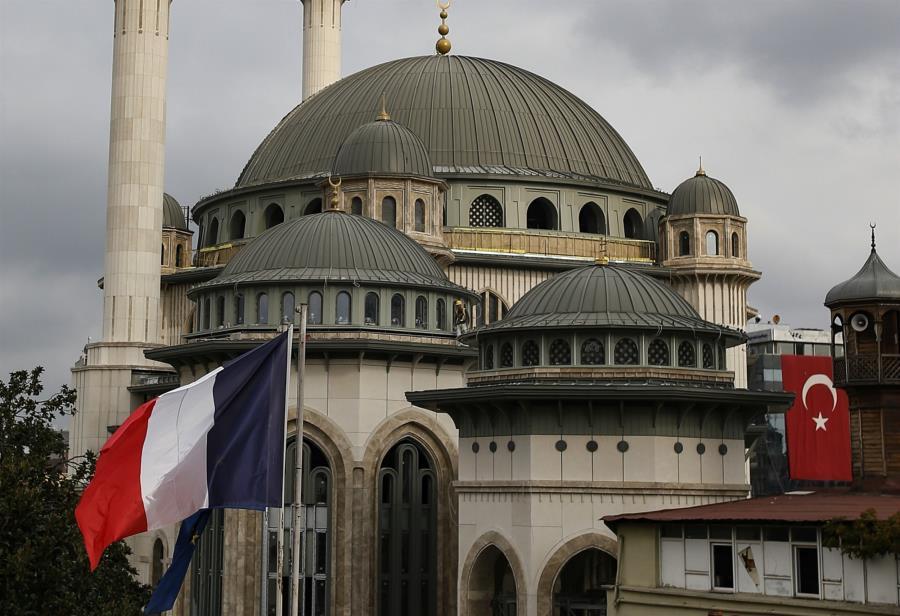 Ο Ερντογάν φθονεί τον Μακρόν επειδή ηγείται μιας χώρας με μεγάλο πολιτισμό