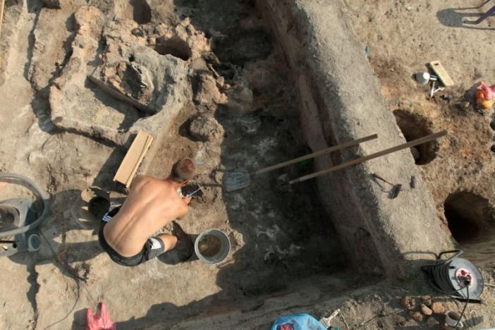 Arqueólogos búlgaros realizaron excavaciones en un antiguo asentamiento cerca de la aldea de Yunatsite en Bulgaria.