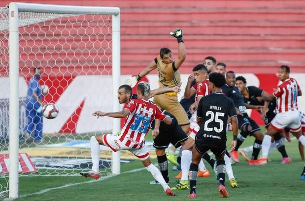Timbú vence Botafogo e segue líder na Série B