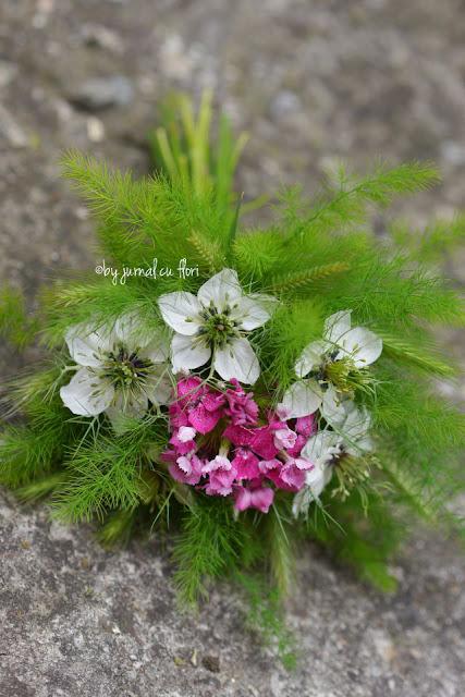 flori de gradina iunie buchet nunta botez zi de nastere white pink garden flower arrangement