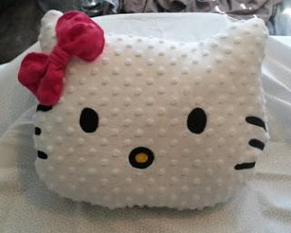 Gambar Bantal Hello Kitty 4