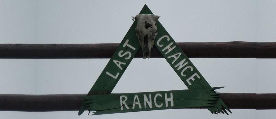En el portón de un rancho