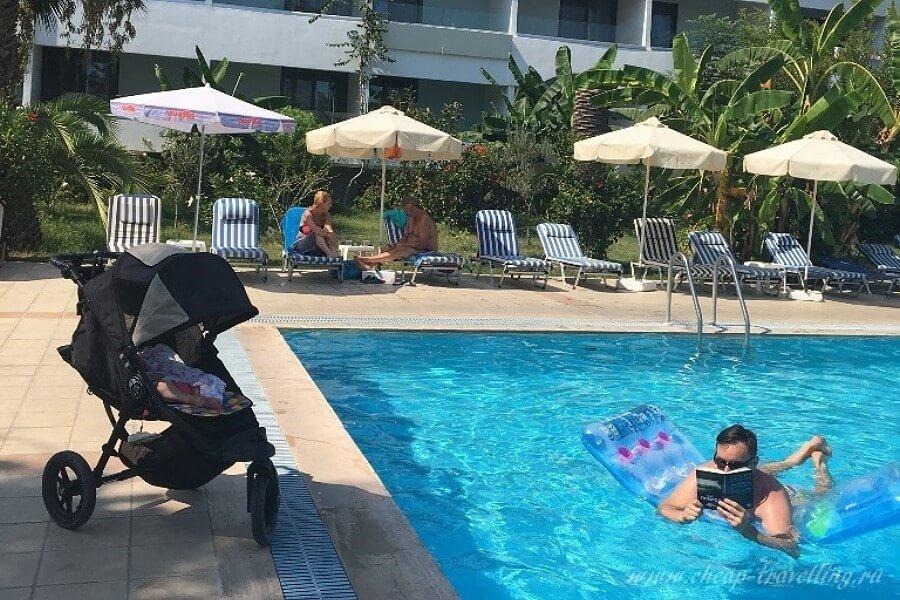 Отдых в бассейне