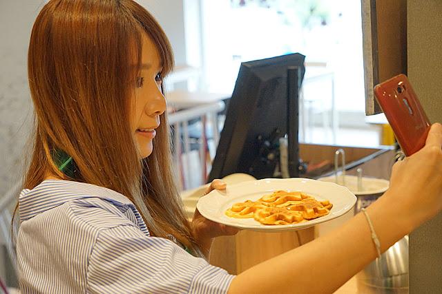 DSC06051 - 熱血採訪│台中美食亞尼克台中旗艦店,繽紛鮮果生乳捲新上市,還有自助DIY手作蛋糕體驗