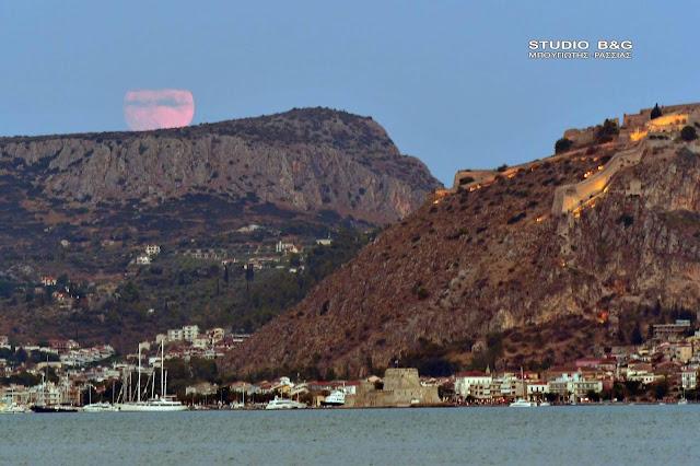 Πρόβα τζενεράλε στο Ναύπλιο για την φαντασμαγορική πανσέληνο του Αυγούστου (βίντεο)